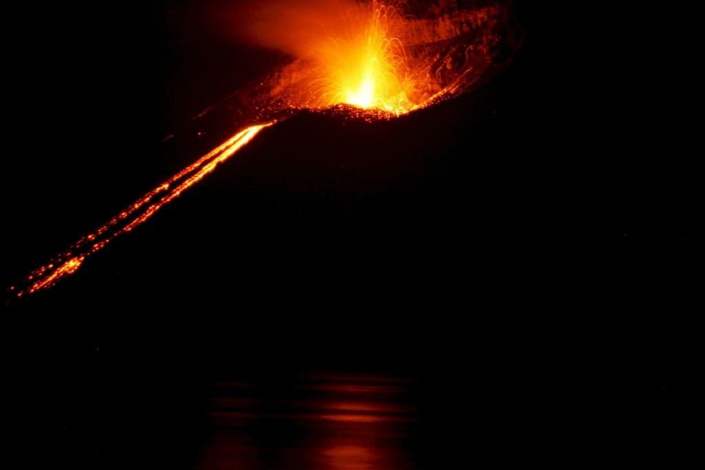 volcano-609104_1920